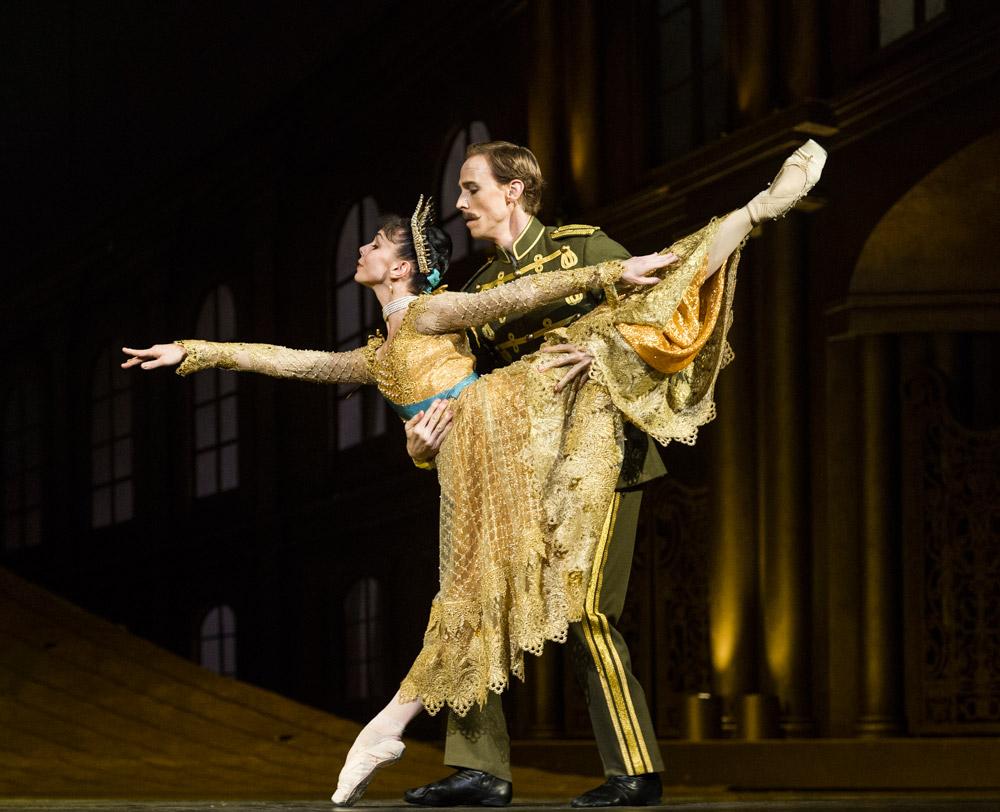 Natalia Osipova and Edward Watson in <I>Anastasia</I>.<br />© Foteini Christofilopoulou, courtesy the Royal Opera House. (Click image for larger version)