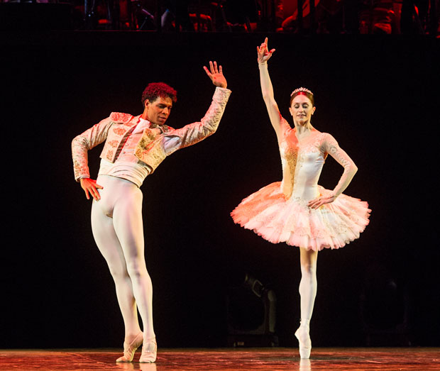 Carlos Acosta and Marianela Nuñez in <I>Don Quixote</I> pas de deux.<br />© Foteini Christofilopoulou. (Click image for larger version)