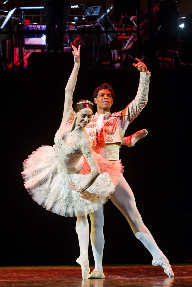Carlos Acosta and Marianela Nuñez in Don Quixote pas de deux.© Foteini Christofilopoulou. (Click image for larger version)