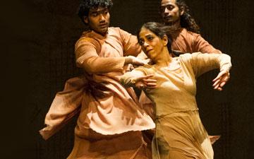 Sunny Shishodiya, Aditi Mangaldas and Manoj Kumar in Inter_rupted.© Foteini Christofilopoulou. (Click image for larger version)
