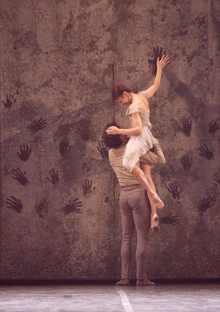 Alina Cojocaru and Isaac Hernandez in Akram Khan's Giselle.© Laurent Liotardo. (Click image for larger version)