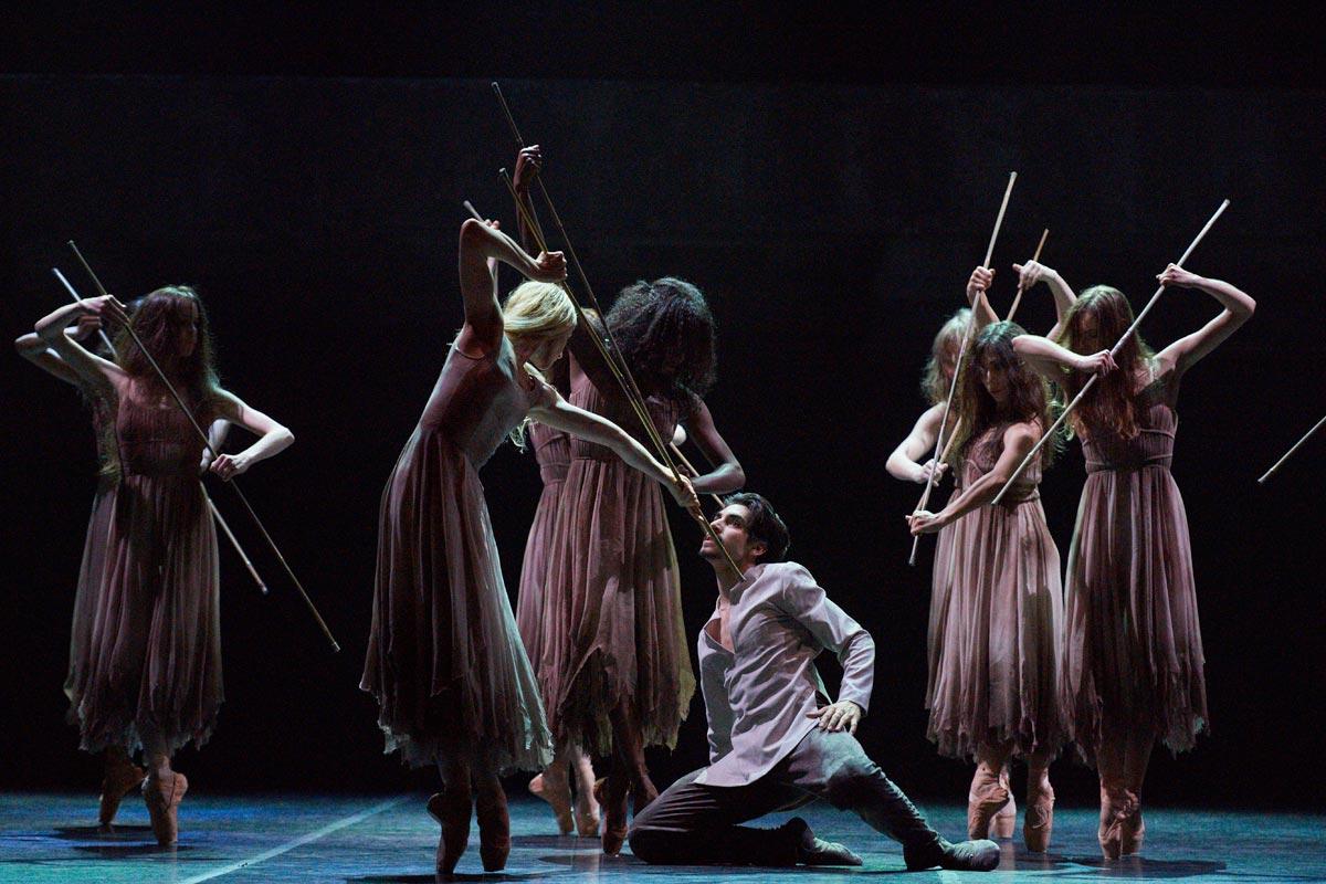 Cesar Corrales and Stina Quagebeur in Akram Khan's <I>Giselle</I>.<br />© Laurent Liotardo. (Click image for larger version)