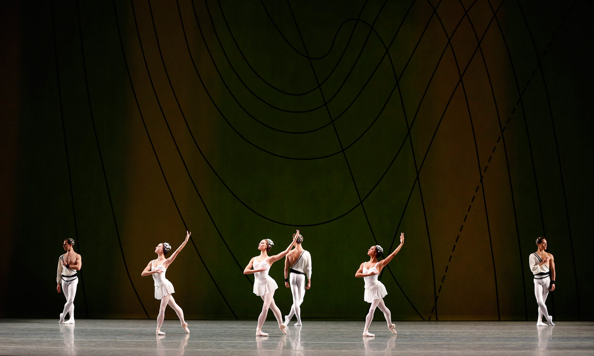 American Ballet Theatre in Frederick Ashton's <I>Symphonic Variations</I>.<br />© Marty Sohl. (Click image for larger version)