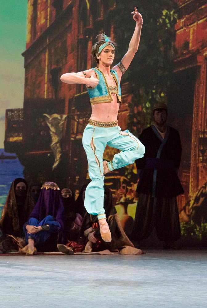 Julian MacKay in Le Corsaire.© Doug Gifford. (Click image for larger version)