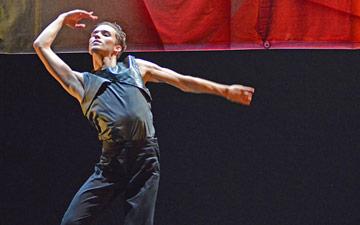 Diogo Barbosa in Valentino Zucchetti's Enticement's Lure.© Dave Morgan. (Click image for larger version)
