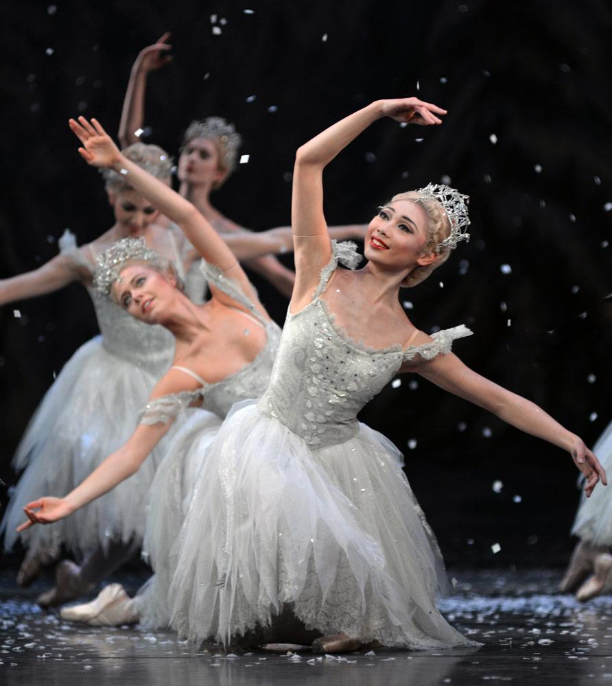 Snowflakes (Mariko Sasaki with Gina Storm-Jensen behind) in <I>The Nutcracker</I>.<br />© Dave Morgan, courtesy the Royal Opera House. (Click image for larger version)