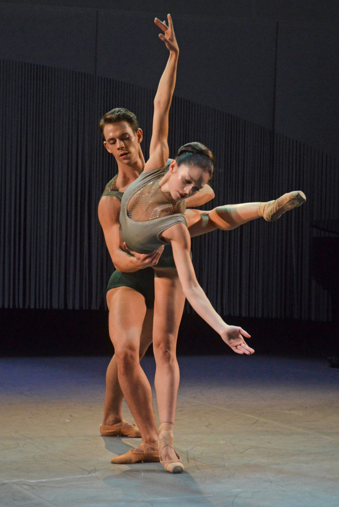 Romany Pajdak and Tomas Mock in Robert Binet's <I>Void and Fire</I>.<br />© Dave Morgan, courtesy the Royal Opera House. (Click image for larger version)
