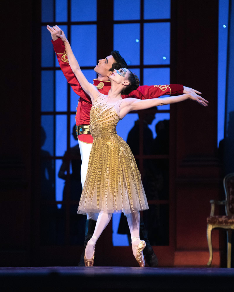 Maria Kochetkova and Joseph Walsh in Cinderella.© Erik Tomasson. (Click image for larger version)