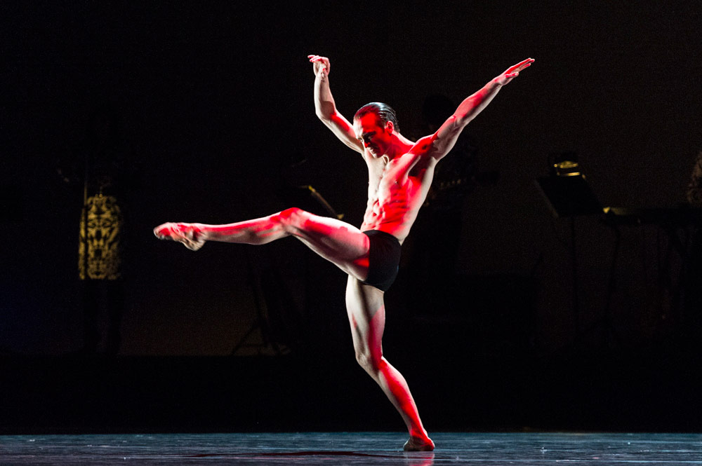 Matthew Ball in Wayne McGregor's <I>Carbon Life</I>.<br />© Foteini Christofilopoulou, courtesy the Royal Opera House. (Click image for larger version)