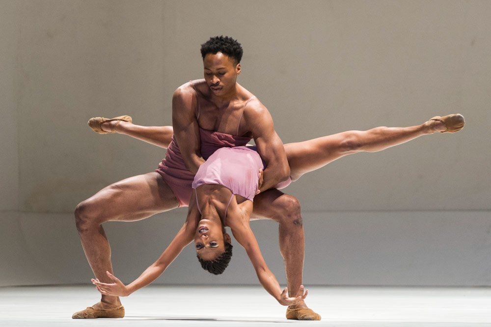 Jeroboam Bozeman and Jacqueline Green in Wayne McGregor's <I>Chroma</I>.<br />© Foteini Christofilopoulou, courtesy the Royal Opera House. (Click image for larger version)