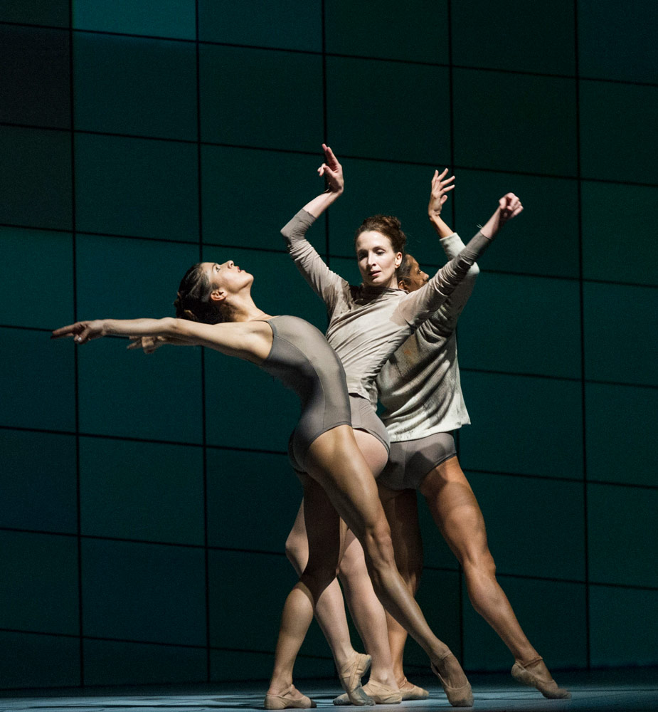Mayara Magri, Lauren Cuthbertson and Francesca Hayward in Wayne McGregor's Multiverse.© Foteini Christofilopoulou, courtesy the Royal Opera House. (Click image for larger version)