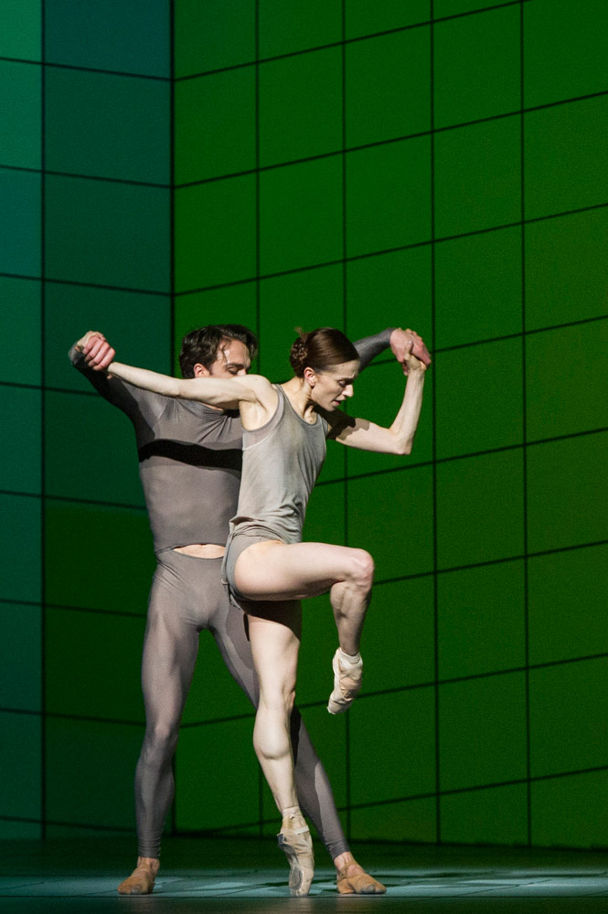Matthew Ball and Marianela Nuñez in Wayne McGregor's Multiverse.© Foteini Christofilopoulou, courtesy the Royal Opera House. (Click image for larger version)