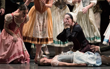 Miami City Ballet in Giselle.© Gene Schiavone. (Click image for larger version)