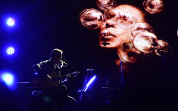 Nitin Sawhney at the RAH.© Morah Geist. (Click image for larger version)