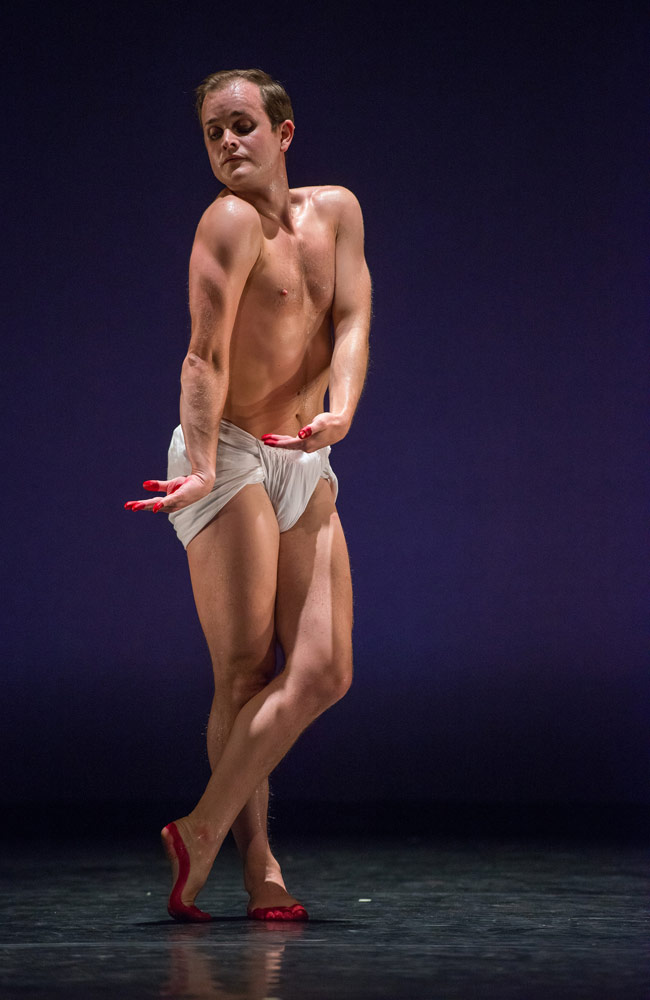 Dallas McMurray performs Mark Morris' <I>O Rangasayee</I>.<br />© Stephanie Berger. (Click image for larger version)