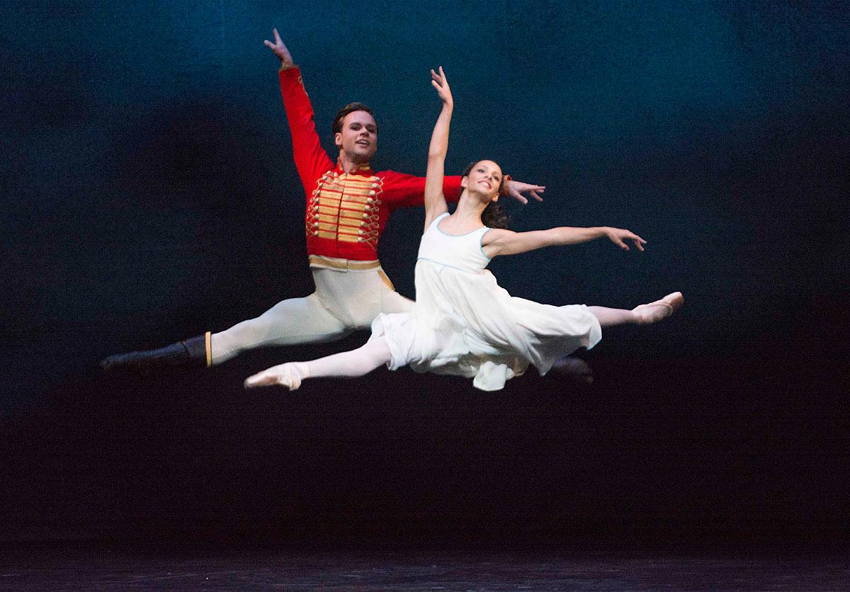 Alexander Campbell and Francesca Hayward in <I>The Nutcracker</I>.<br />© Tristram Kenton, courtesy the Royal Opera House. (Click image for larger version)
