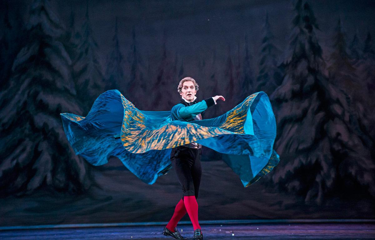 Gary Avis in <I>The Nutcracker</I>.<br />© Tristram Kenton, courtesy the Royal Opera House. (Click image for larger version)
