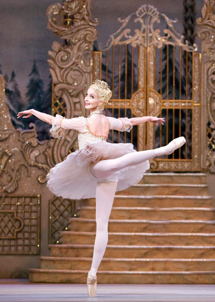 Lauren Cuthbertson in <I>The Nutcracker</I>.<br />© Tristram Kenton, courtesy the Royal Opera House. (Click image for larger version)
