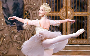 Lauren Cuthbertson in The Nutcracker.© Tristram Kenton, courtesy the Royal Opera House. (Click image for larger version)
