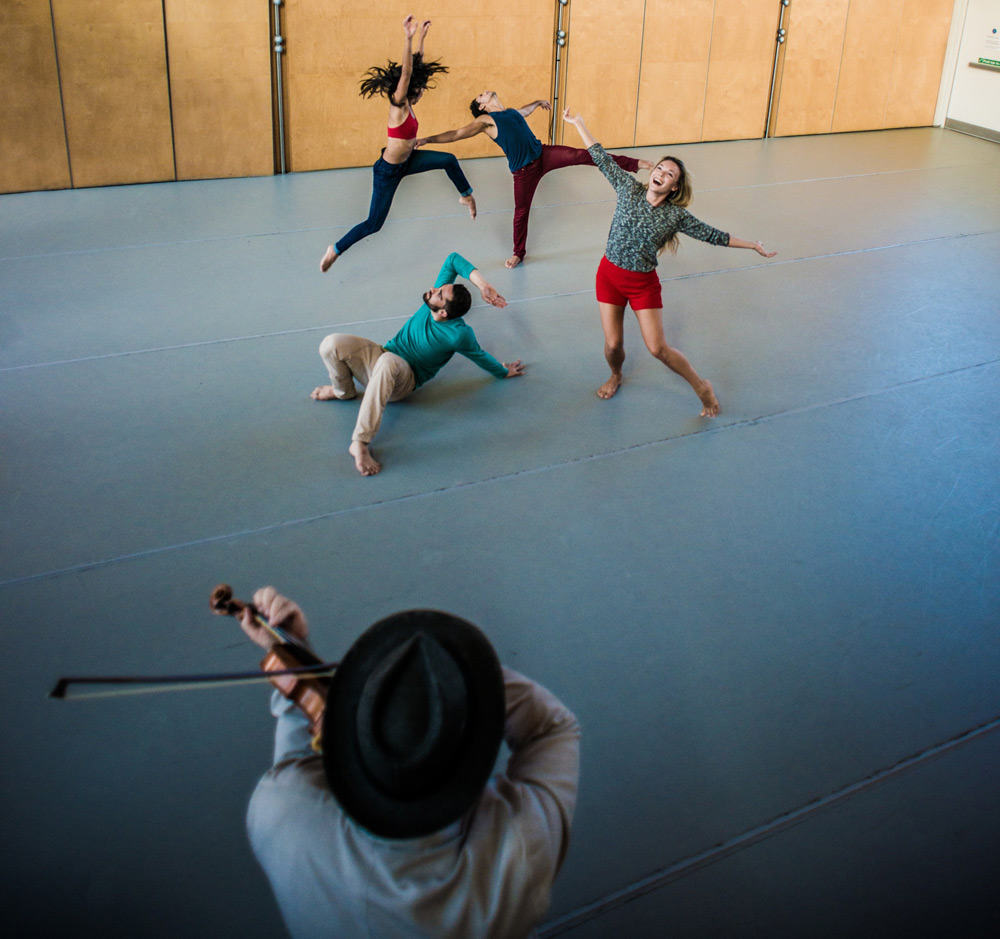 Didy Veldman's Umanoove rehearsing The Happiness Project at Siobhan Davies Studios with musician Alexander Balanescu.© Tom Rowland. (Click image for larger version)