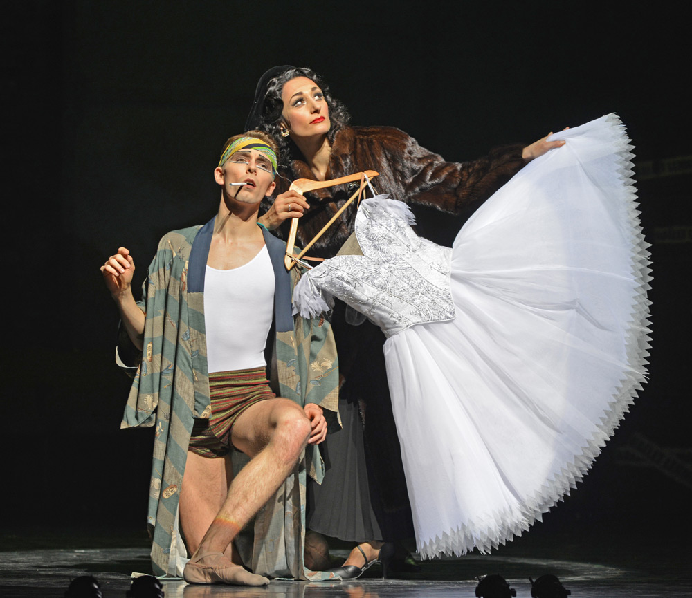 Michaela Meazza and Liam Mower in The Red Shoes.© Dave Morgan. (Click image for larger version)