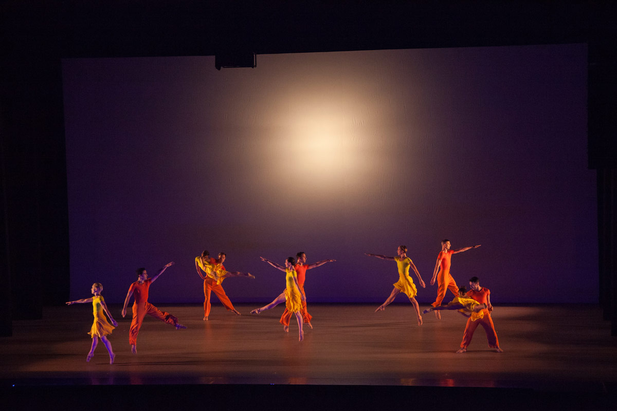 Lucinda Childs Dance in Into View.© John Sisley. (Click image for larger version)