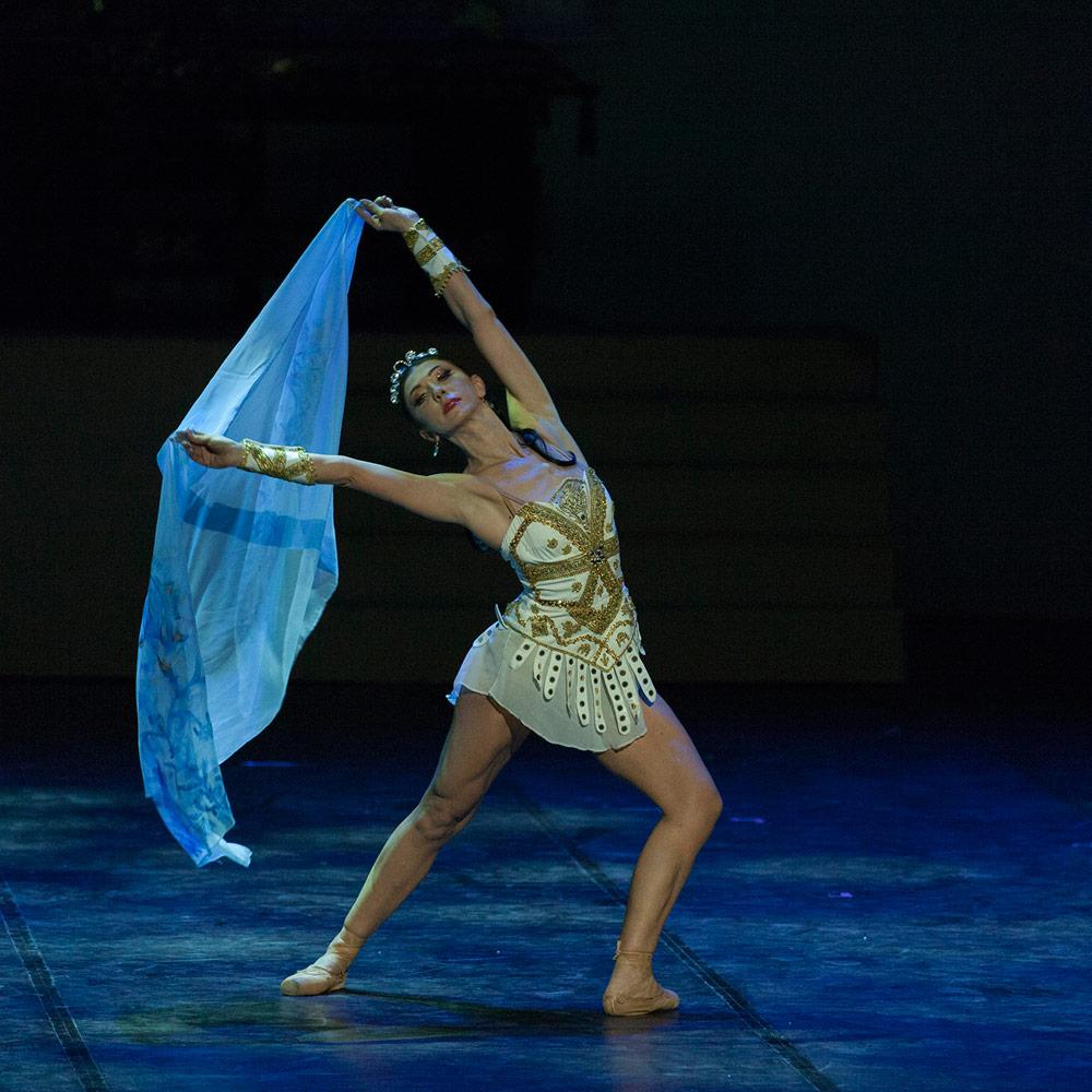 Aleksandra Mijalkova (Cleopatra) in Cleopatra.© Macedonian Opera and Ballet. (Click image for larger version)