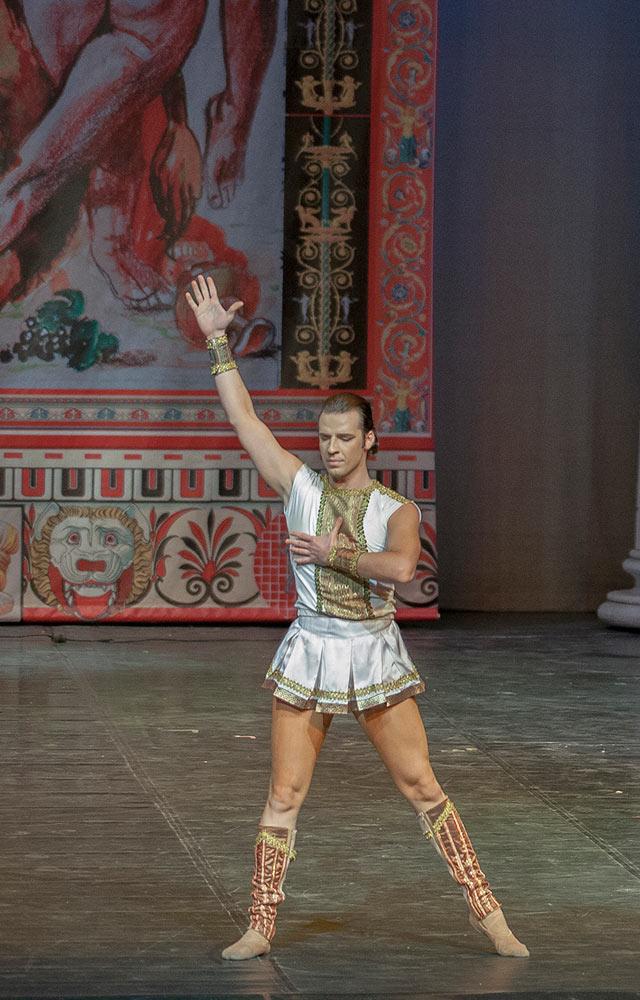 Boban Kovachevski (Mark Antony) in Cleopatra.© Macedonian Opera and Ballet. (Click image for larger version)