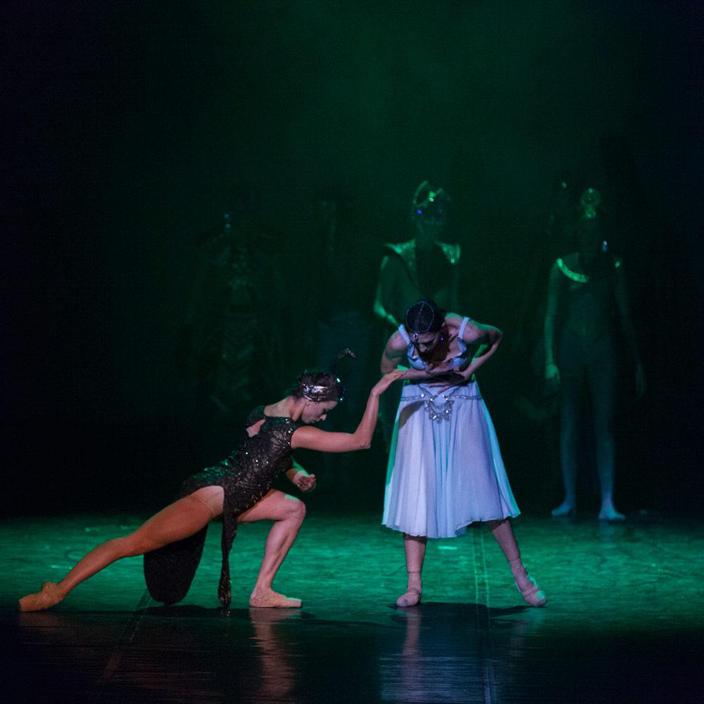 Mimi Pop Aleksova Atanasovska and Aleksandra Mijalkova as Snake and Cleopatra in Cleopatra.© Macedonian Opera and Ballet. (Click image for larger version)