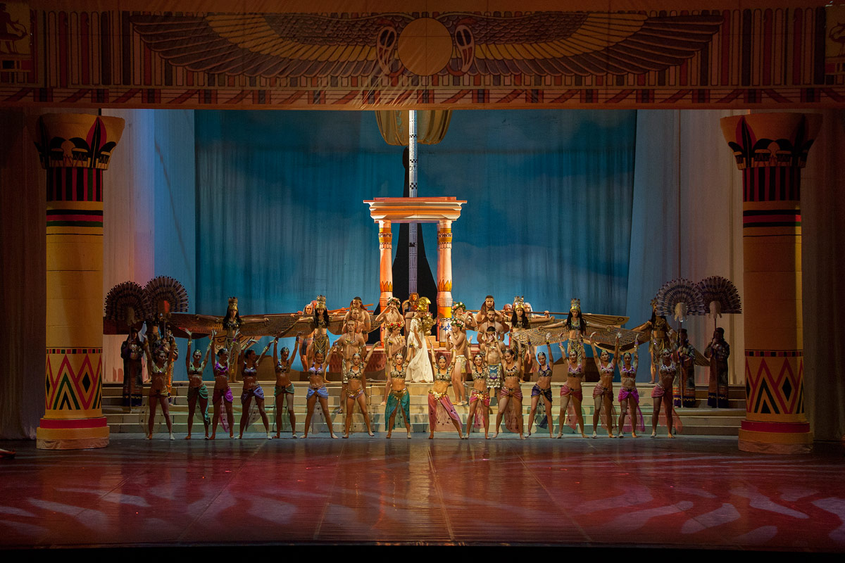 Macedonian Ballet in Cleopatra.© Macedonian Opera and Ballet. (Click image for larger version)