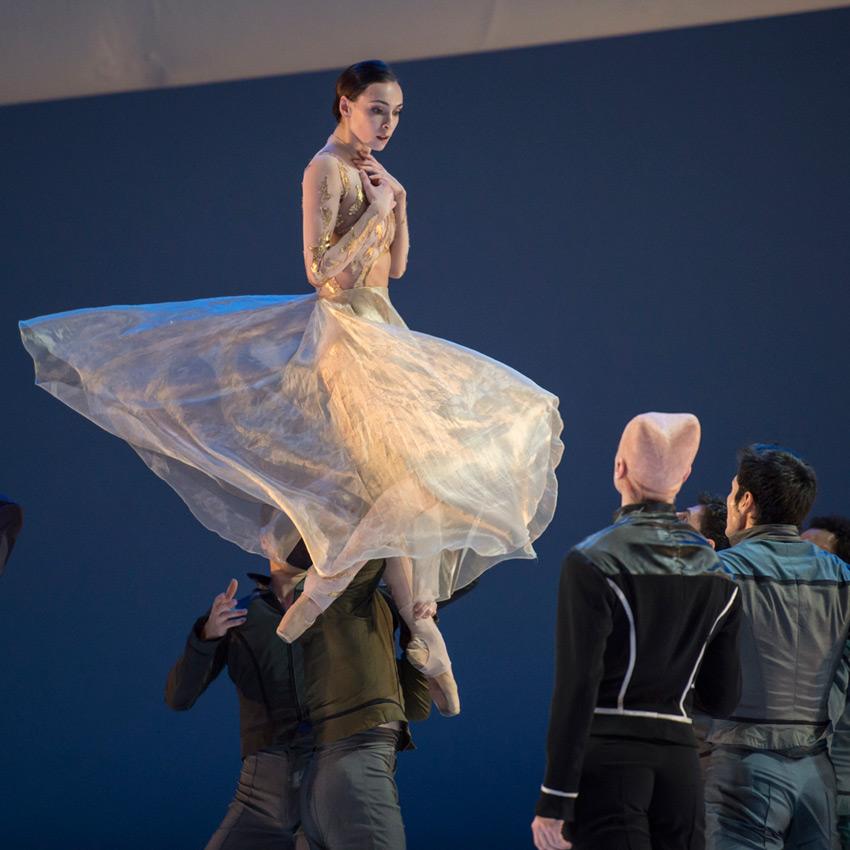 Olga Smirnova in La Belle.© Alice Blangero. (Click image for larger version)