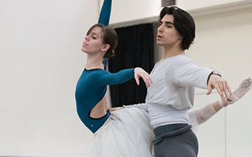 Elisa Badenes and Cesar Corrales in rehersal for Giselle.© ASH. (Click image for larger version)