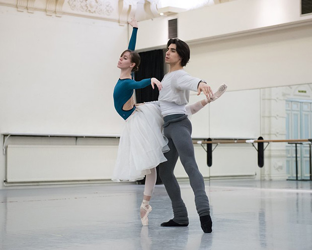 Elisa Badenes and Cesar Corrales in rehersal for <I>Giselle</I>.<br />© ASH. (Click image for larger version)