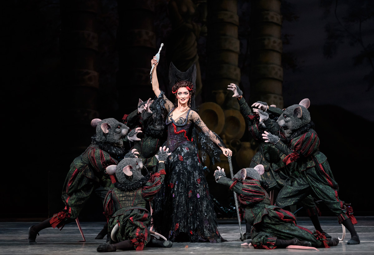 Christina Arestis in The Sleeping Beauty.© Bill Cooper, courtesy the Royal Opera House. (Click image for larger version)