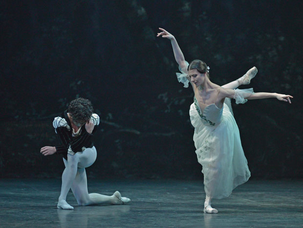 Isaac Hernandez and Alina Cojocaru in <I>Giselle</I>.<br />© Dave Morgan. (Click image for larger version)