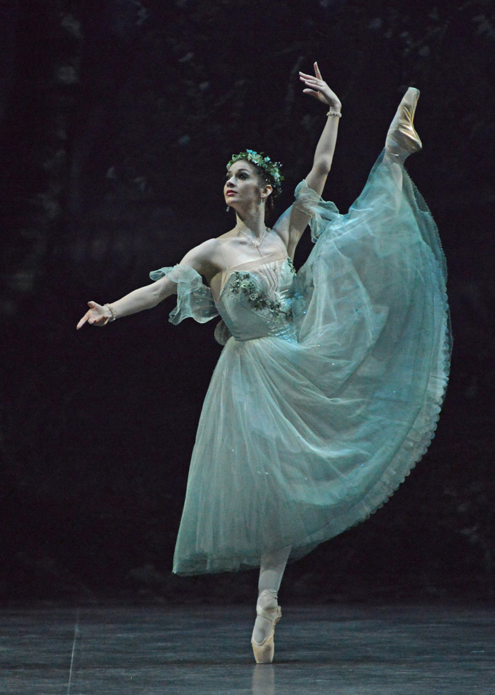 Laurretta Summerscales in <I>Giselle</I>.<br />© Dave Morgan. (Click image for larger version)