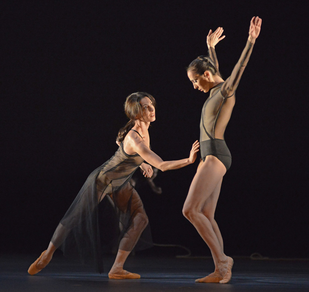Mara Galeazzi and Itziar Mendizabal in the Tuesday section of Woolf Works.© Dave Morgan, courtesy the Royal Opera House. (Click image for larger version)