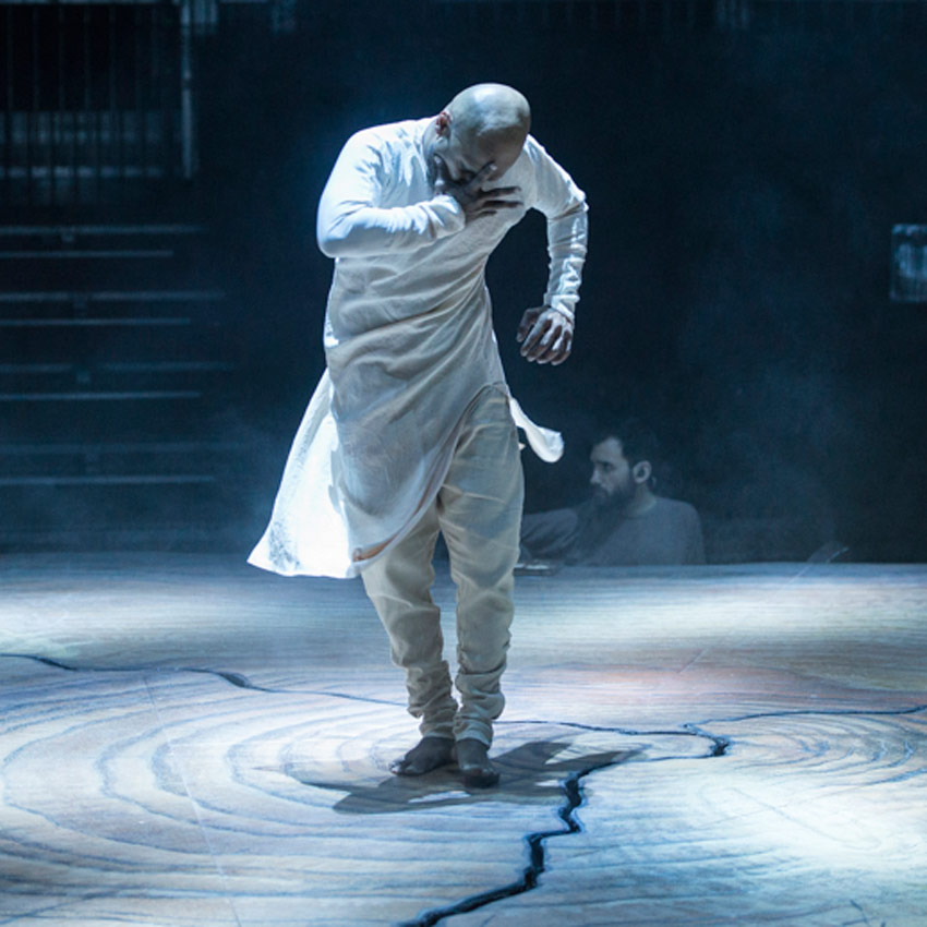 Akram Khan in <I>Until the Lions</I>.<br />© Foteini Christofilopoulou. (Click image for larger version)