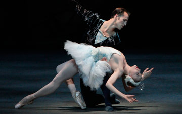 Sara Mearns and Jared Angle in Swan Lake.© Paul Kolnik. (Click image for larger version)