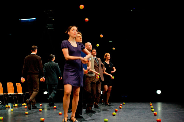 Gandini Juggling in <I>Smashed: Special Edition</I>.<br />© Ryoko Uyama. (Click image for larger version)