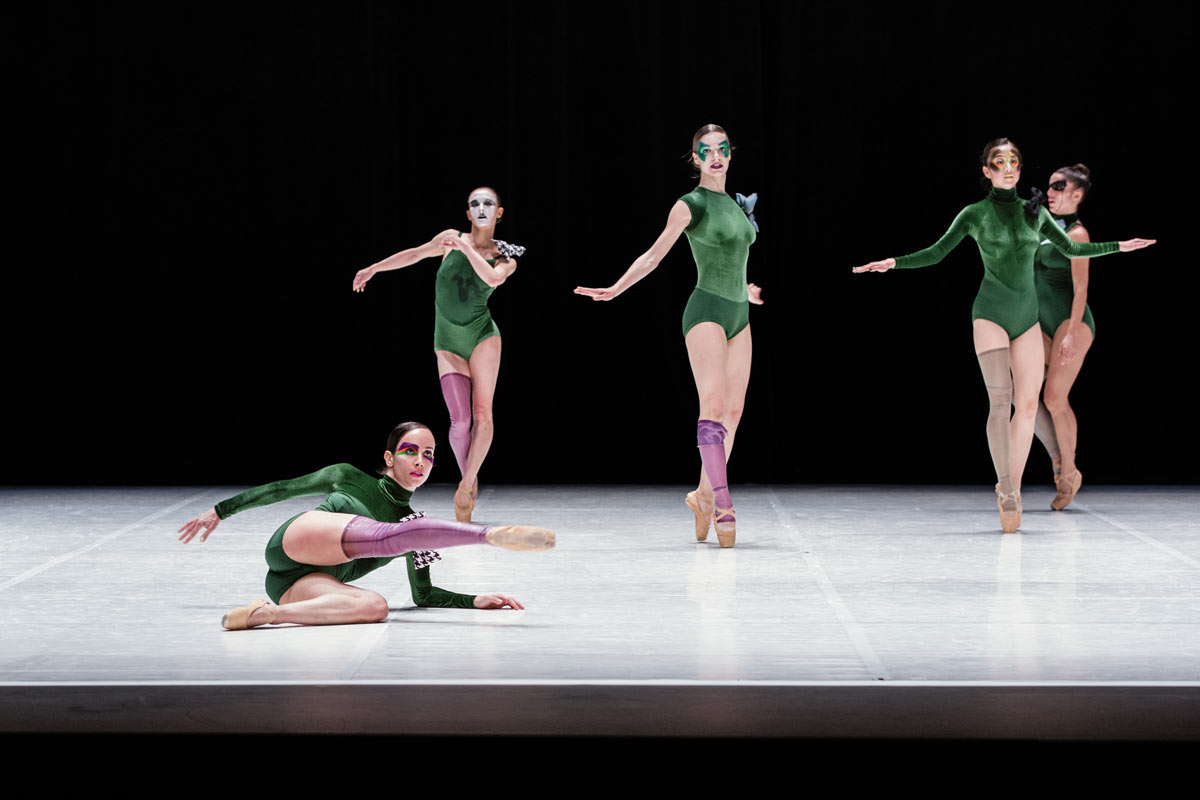 Ballet de Lorraine in <I>Devoted</I> by Cecilia Bengolea and François Chaignaud.<br />© Arno Paul. (Click image for larger version)