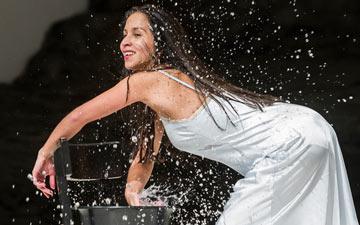 Silvia Farias-Heredia in Masurca Fogo.© Foteini Christofilopoulou. (Click image for larger version)