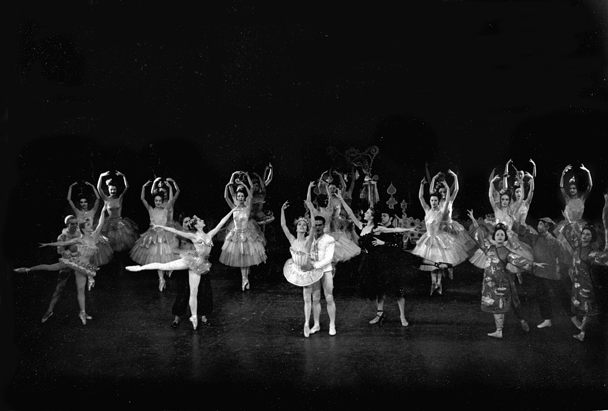 George Balanchine's The Nutcracker in the 1950's. Janet Reed with Robert Barnett; Jillana with Francisco Moncion; Maria Tallchief with André Eglevsky; Yvonne Mounsey with Roy Tobias and Gloria Vauges with George Lee.Photo: Fred Fehl, from the collection of Robert and Virginia Barnett. (Click image for larger version)