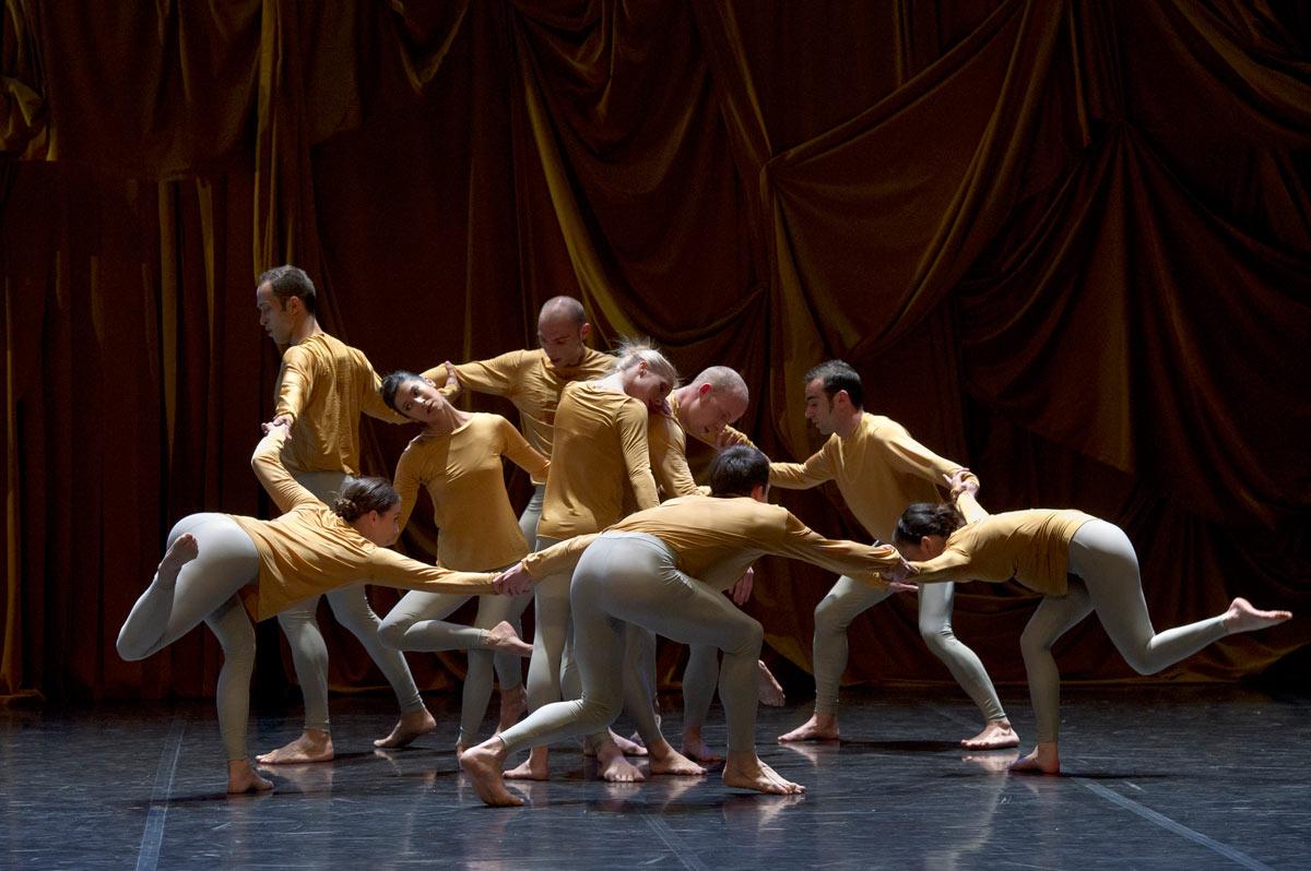 Ballet de Lorraine in Merce Cunningham's Sounddance.© Laurent Philuppe. (Click image for larger version)