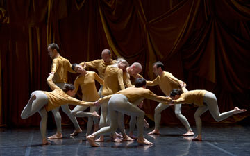 Ballet de Lorraine in Merce Cunningham's Sounddance.© Laurent Philuppe. (Click image for larger version)