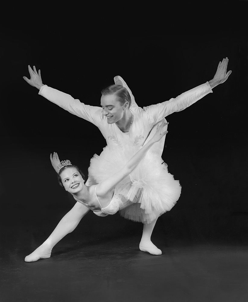 First performance of the Balanchine Nutcracker by a company other than the New York City Ballet: Robert Barnett with Anne Burton Avery, Atlanta Ballet, 1959.Photo: uncredited, from the collection of Robert and Virginia Barnett. (Click image for larger version)