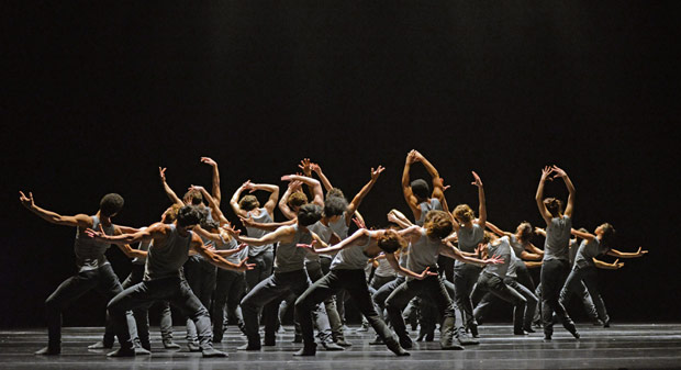 The Royal Ballet in Crystal Pite's <I>Flight Pattern</I>.<br />© Dave Morgan, courtesy the Royal Opera House. (Click image for larger version)