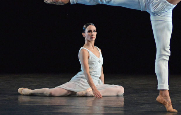 Tamara Rojo and Isaac Hernandez in Hans van Manen's Adagio Hammerklavier.© Dave Morgan. (Click image for larger version)
