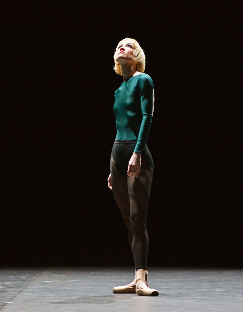 Tiffany Hedman in William Forsythe's In the Middle, Somewhat Elevated.© Dave Morgan. (Click image for larger version)