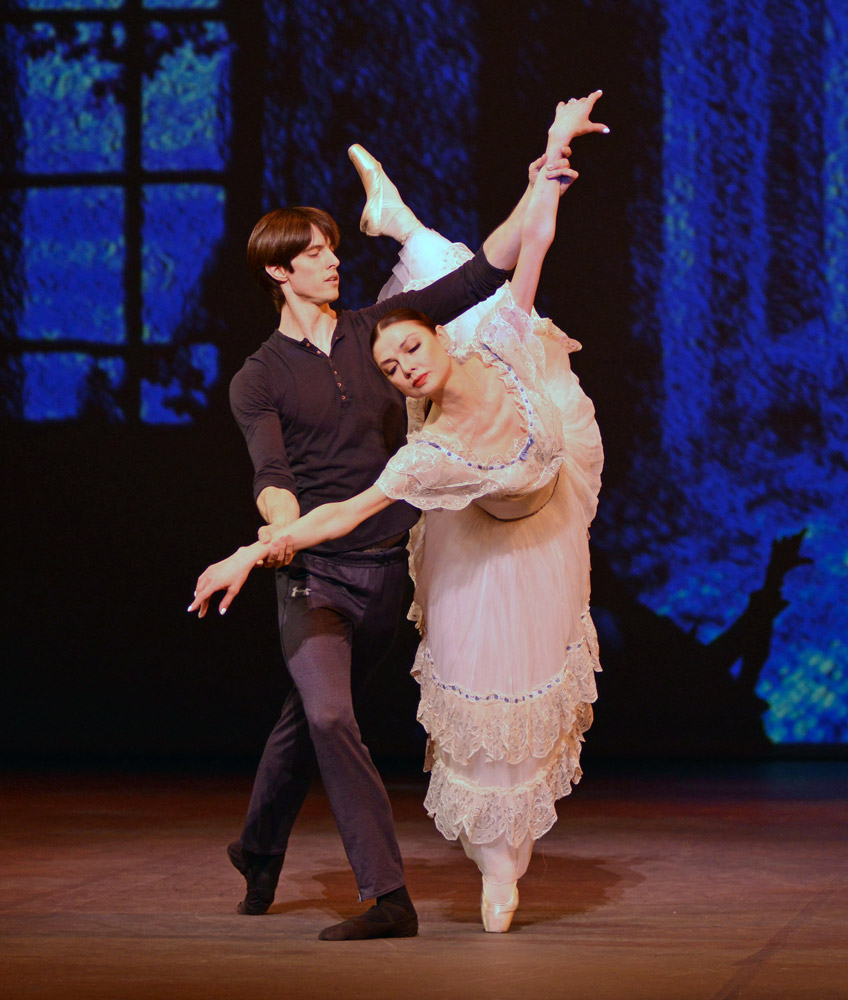 Yulia Makhalina and Xander Parish in <I>Le Spectre de la Rose</I> (Mikhail Fokine).<br />© Dave Morgan. (Click image for larger version)